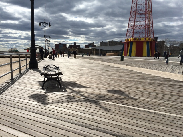 Ballade Coney Island après avoir gouté les fameux hot dogs chez Nathan