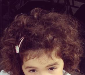 masse de cheveux enfant