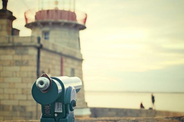 attraction-binoculars-tourists-4594